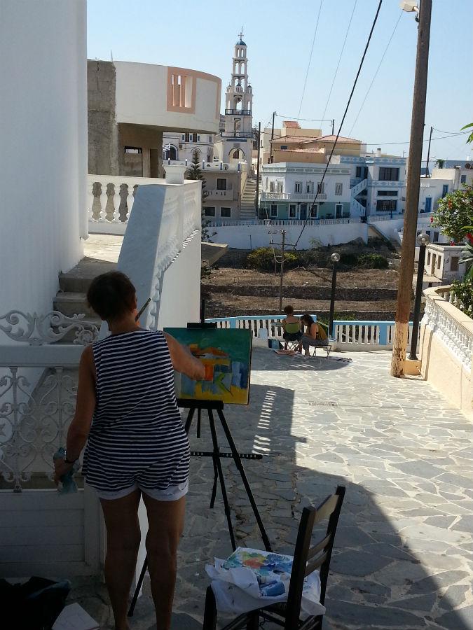 cursist aan het schilderen in Arkassa